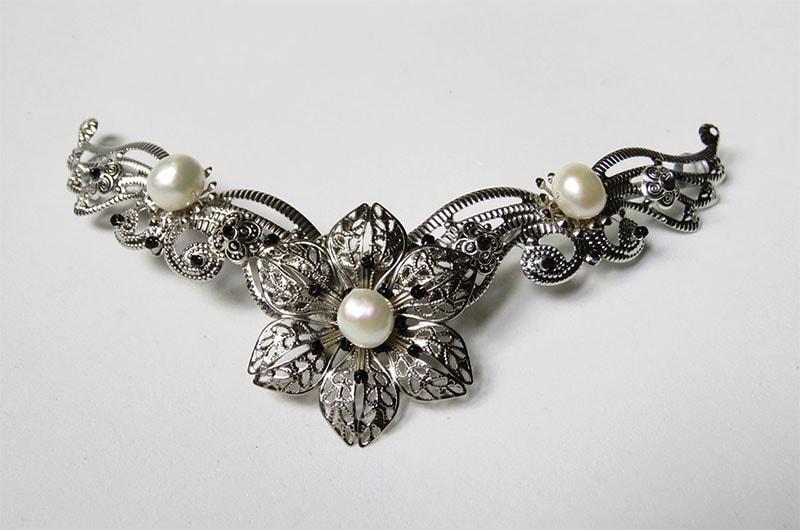 Tocados de perlas para novias
